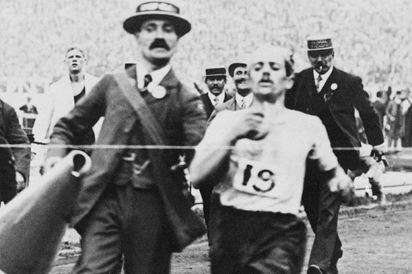 Pietri finishes the London 1908 Olympic marathon