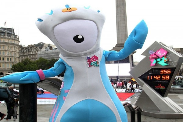 Mandeville visits the countdown clock